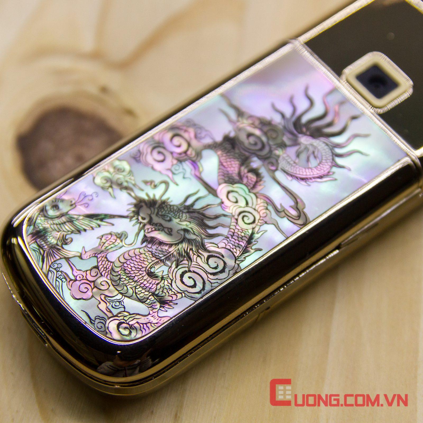 Vẻ dũng mãnh của con rồng phun nước trong chiếc Nokia 8800 Gold