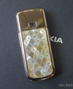 Mặt sau của Nokia 8800 Gold Arte
