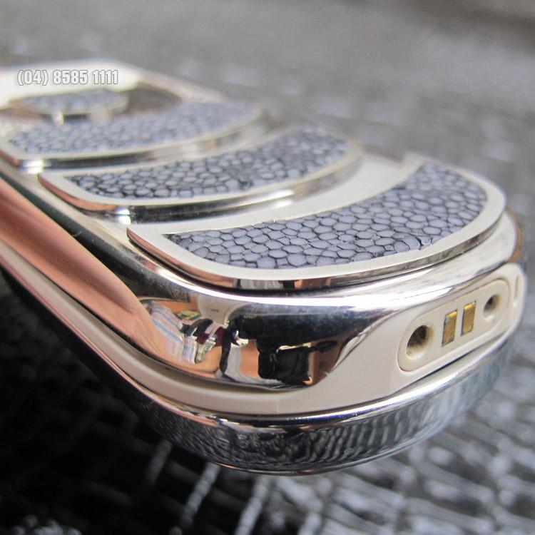 Nokia 8800 Sirocco Light King Arthur với góc cạnh thiết kế tinh xảo