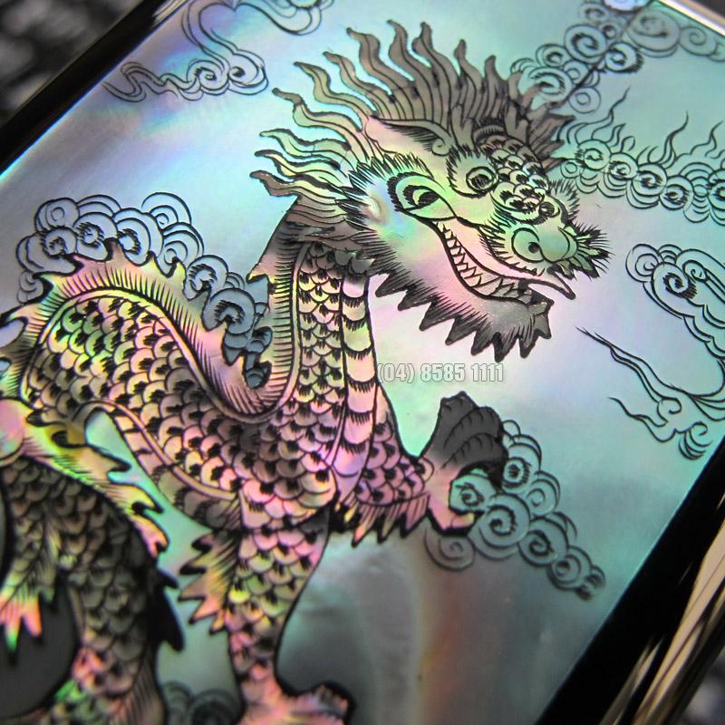 Thần rồng cưỡi mây thể hiện sự uy quyền rất hợp với chiếc Nokia 8800 Blck Gold