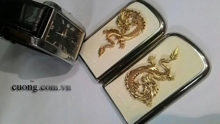 Những con rồng uy quyền trên chiếc Nokia 8800 Gold Arte