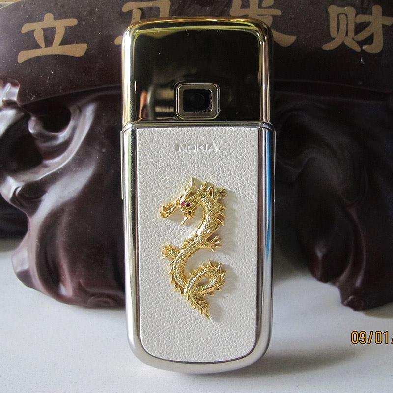 Vẻ đẹp của Nokia 8800 Gold Arte với con rồng vàng đầy uy quyền