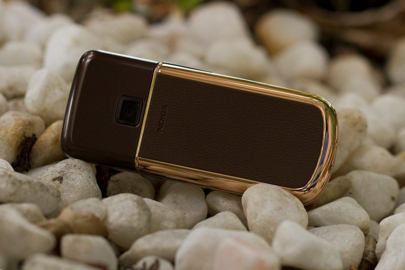 Vẻ đẹp lộng lẫy quyền quý trên nền tri thức của Nokia 8800 Arte Rose Gold
